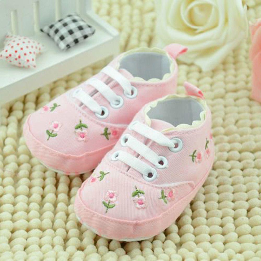 Zapatos de niña de encaje blanco zapatos bordados florales suaves Prewalker caminando niños zapatos para niños 5 pares 10pcs