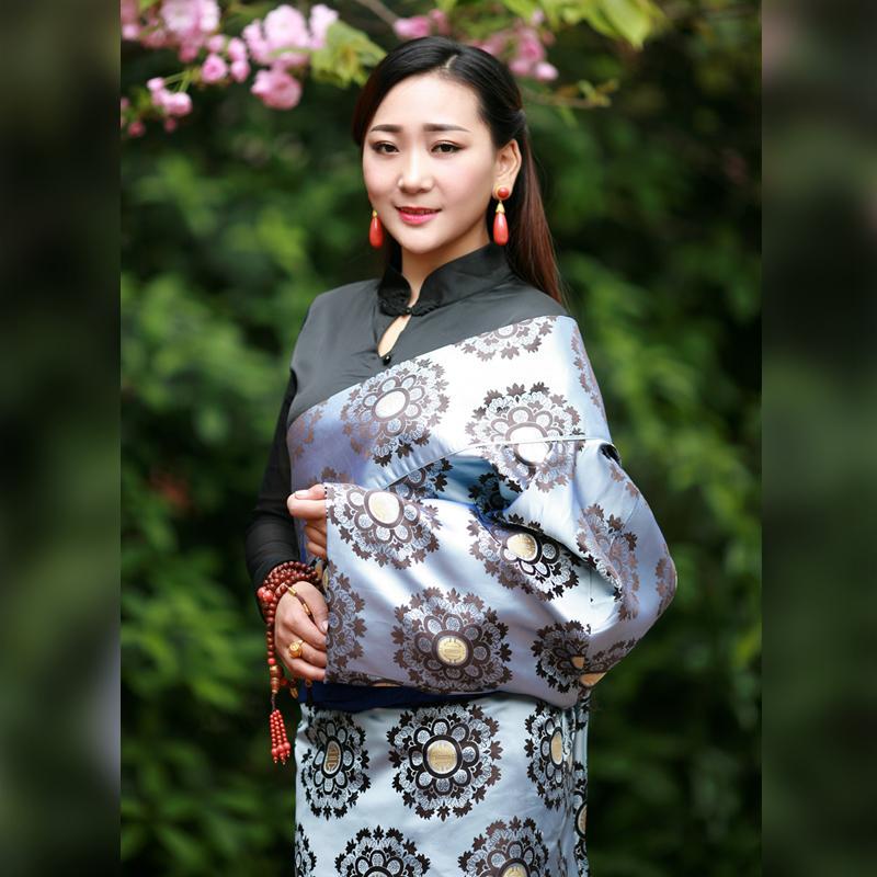 43a13452089 Acheter Chine Vêtements Nationaux Robe Fleur Niveau Vêtements Tibétain Femme  Robe Cangpao Mo Classe Reine Unique Couche New Tibet Costume De  245.77 Du  ...