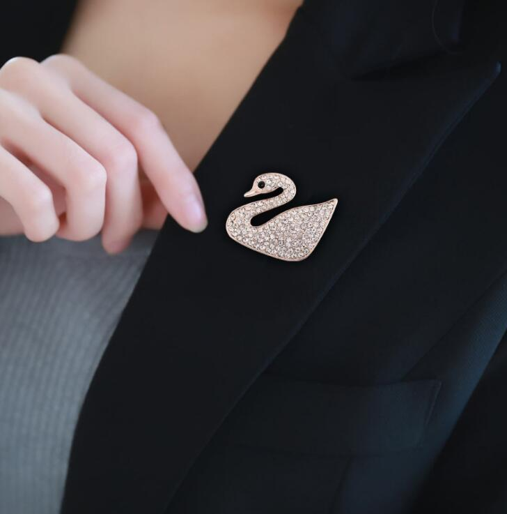 2018 High Quality Crystal Rose Flower Swan Peacock Brooch Pin Rhinestone Alloy Rose Gold Brooches Wedding Birthday Gift