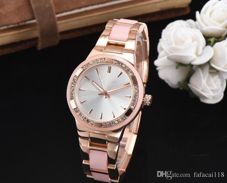 616f3c623be Compre Mulheres Relógio Elegante Marca Famosa De Luxo De Prata De Quartzo  Relógios De Aço Senhoras Genebra Antigo Relógios De Pulso Relogio 2018  Presente ...