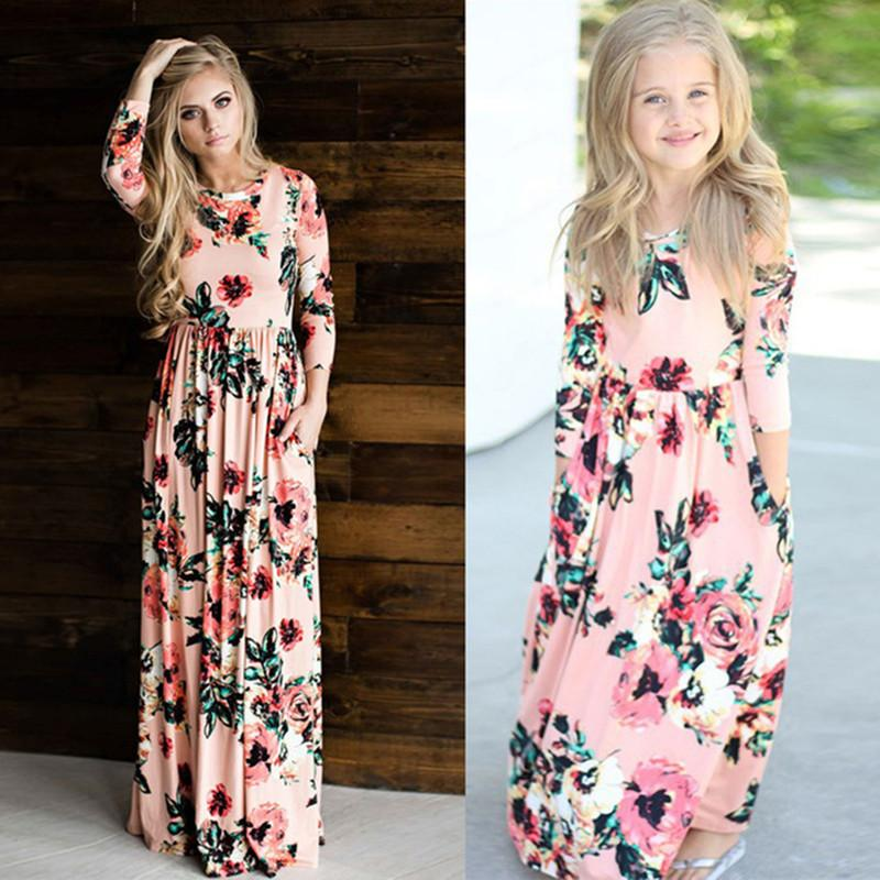 4aeb9c858259e Mother Daughter Bohemian Maxi Dress Family Matching Outfits 2018 Fashion  Mommy and Me Floral Long Dress Family Fitted Clothing