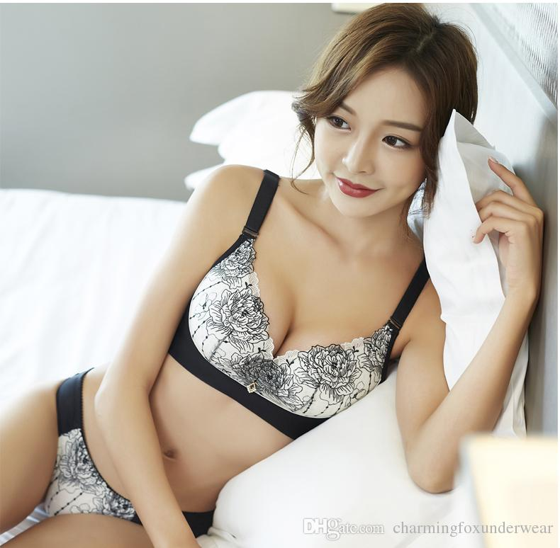 1a4916779ec5f 2019 Charming Bras Set With High Class Court Embroidery Women S Apparel In  Breathable Mesh Floral Lace Underwear Women S Push Up Bras Set From ...