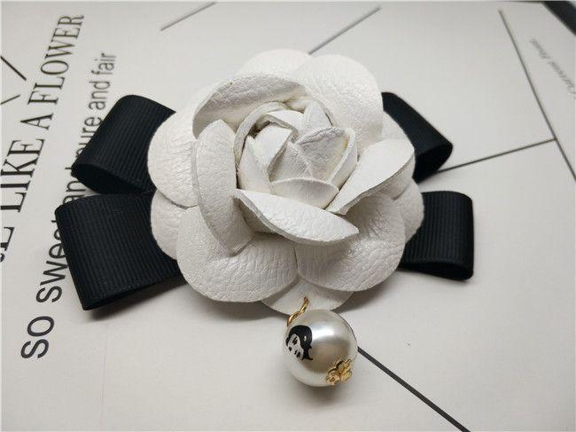 6.5 cm Blanc Camélia Fleur Broche Femmes Camélia Broches Broches Célèbre Marque Perle Pendentif Blanc Fleur Broche Broche Pour Le Mariage