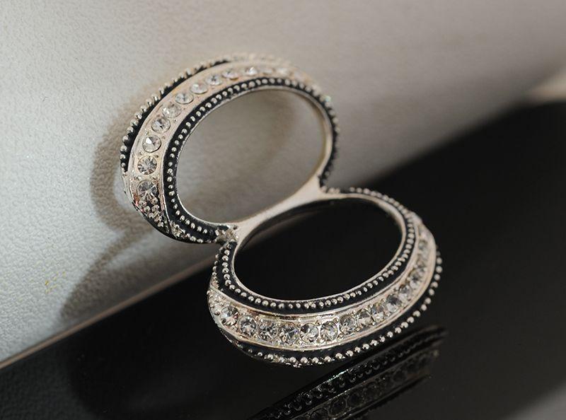 Espantapájaros hebillas de día de ocho caracteres, bufanda de doble anillo de nariz grande, botón de chal de aleación de Yiwu taladro.