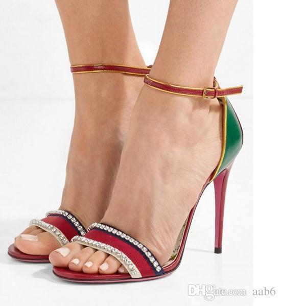 Primavera / verão 2018 sandálias de salto alto misturadas com um saco sexy e sandálias de tiras
