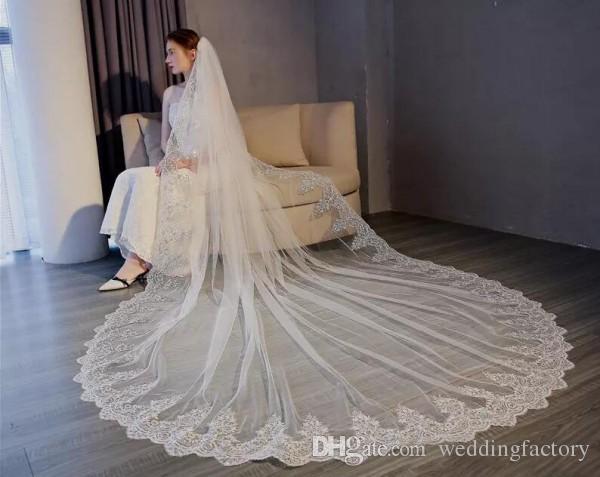 見事な結婚式のベールの長いフォーマルスパンコールレースのアップリケ結婚式のヘッドピースの女性チュールブライダルベールと櫛