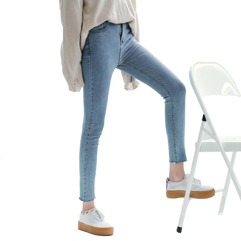 What is the average of teens that wear skinny jeans?