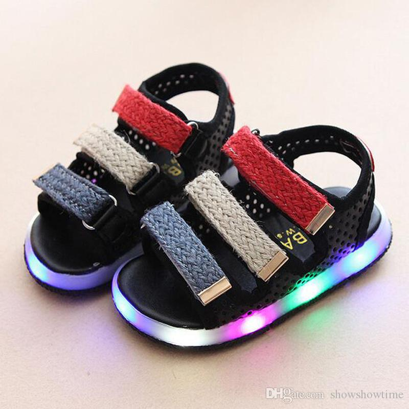 China Wholesale 2018 Summer Kids Beach Shoes For Girls Boys Led Lights Up Flash Colorful Striped Rubber Sole Hook Loop Sandals