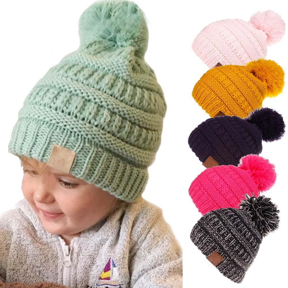 Pom pom beanies knitted for fall-winter foto