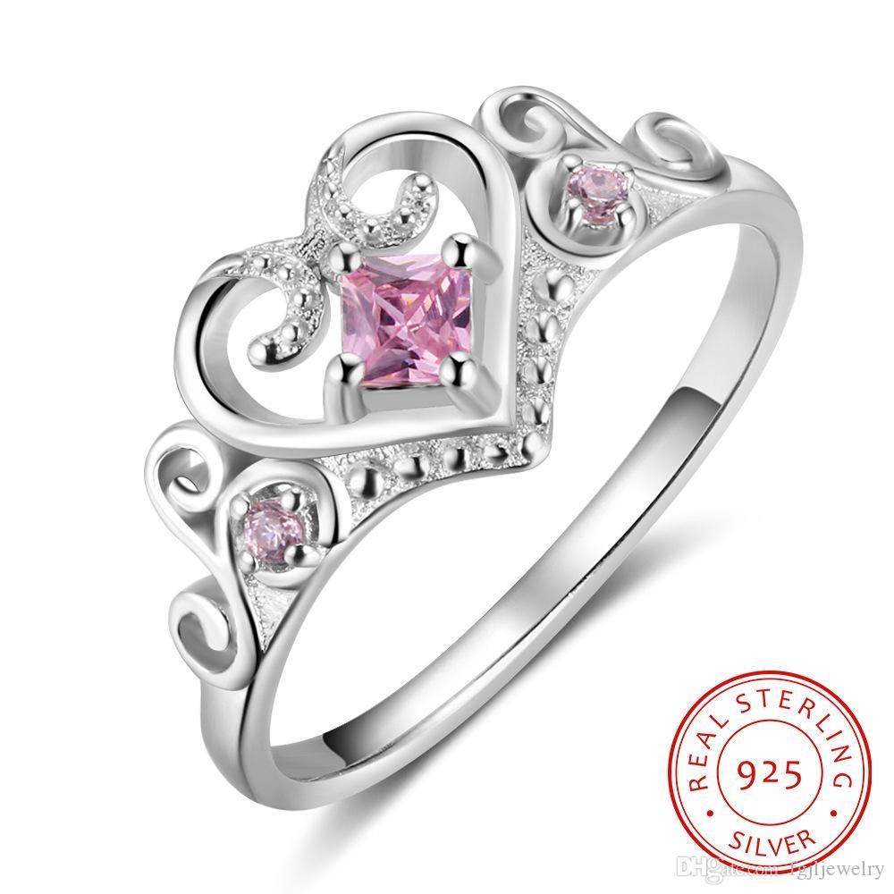 e10a70fb4e65 Compre 2018 Pink Cubic Zirconia Classic Crown En Forma De Corazón Real 925  Joyería De Plata Esterlina Anillo De Bodas Anillo De Compromiso Señora  Joven ...