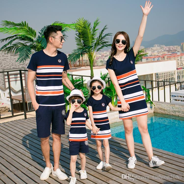 32eb27f2d2a54 Family Matching Clothes Mother Daughter Dresses Son Outfits Cotton Casual  Short Sleeve T Shirt Family Look Father Baby Clothing Family Clothes Set  Matching ...