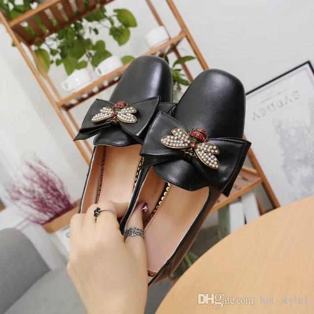 Women Fashion Round Toes Leather Bee Flat Lazy Shoes Girls Pearl England Style Shallow Mouth Singe Shoes Women Simple Casual Shoes