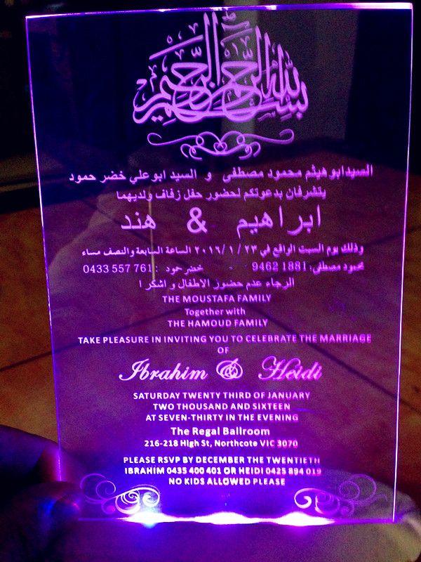 Acryl klar angepasst Logo WeddingBirthday Einladungen mit kostenlosen Umschlägen LED und weiße Box nicht enthalten L165mmxW114mmxT2mm BL-181021