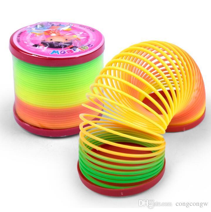 Rainbow Flow Ring Toys Plastic Ring Creative plastic coil toy Niños rainbow coil toy Descompresión Juguetes Niños Niños Regalos