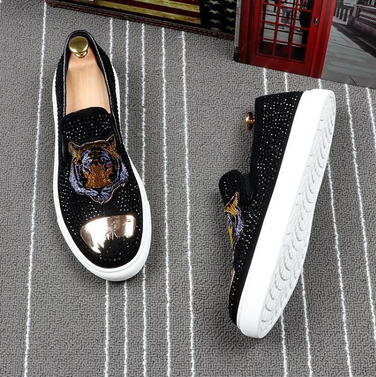 2018 nuovi pattini di modo di stile degli uomini Seal Skull ricami metallici a punta le dita dei piedi scivolare su pattini casuali Patchwork Mocassini in pelle Scarpe G150