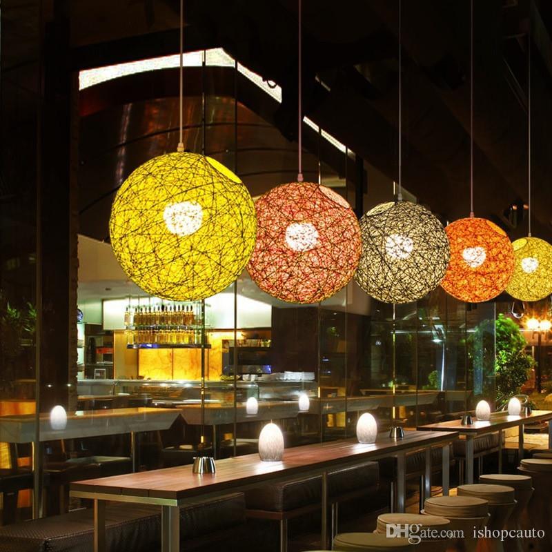 bar kafeterya giyim mağazası için Minimalist rattan kolye lamba renkli top asılı ışık kırsal ip hasır ışık fikstür Retro