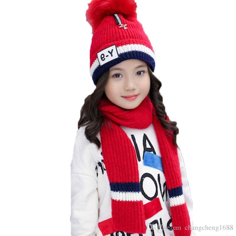 9db79aa834 Bambino in maglia cappelli di pelliccia sciarpa set inverno ragazza  cappelli e sciarpe per bambini a righe a costine aggiungere cappello di  velluto ...