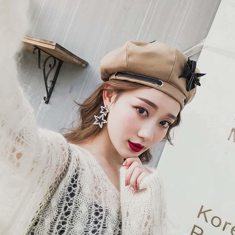 Compre Sombrero De La Mujer Sombrero Caliente Sólido De La Moda Sombreros  De Las Mujeres Del Invierno Pajarita Chica Bonnets Tejido De Lana Correas  De ... f6c8f5c45af