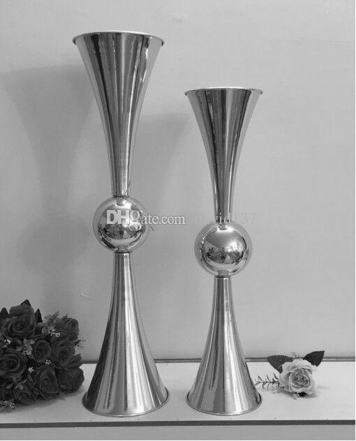 Hochzeitstisch Kristall-Kronleuchter geistig mit den Acrylice Stränge Kuchenständer Herzstück ohne das Licht