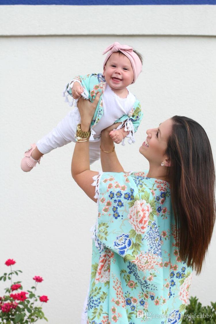 Maman et moi floral en mousseline de soie Kimono gland motif de fleurs femmes cardigan bébé avec des chemises de maman