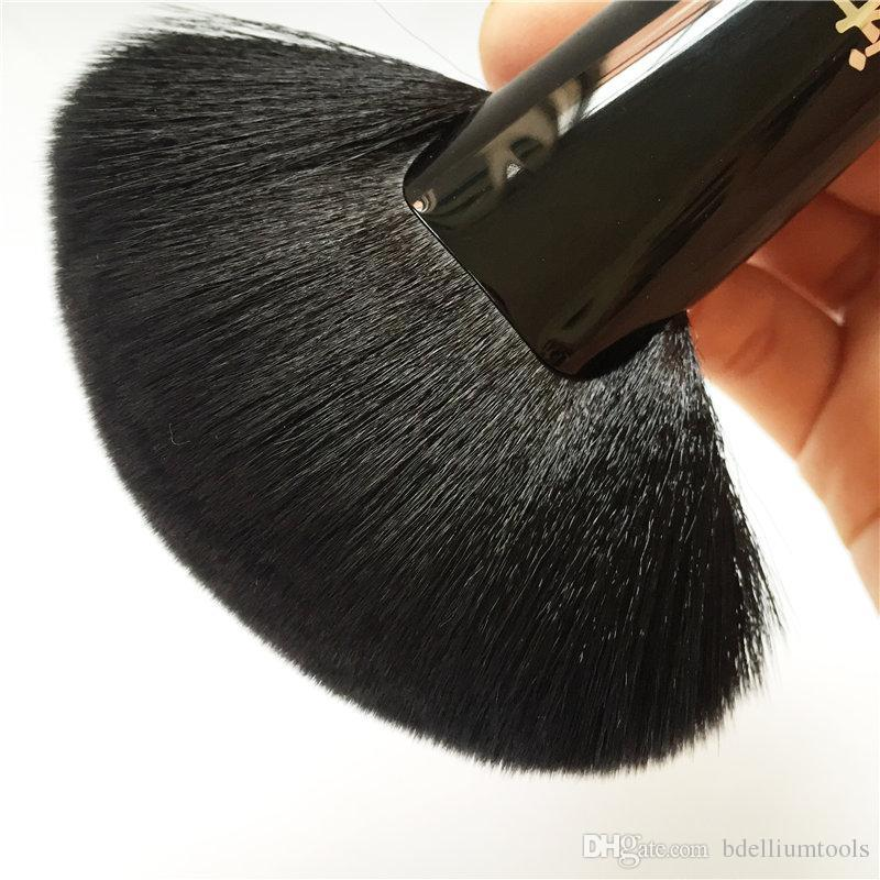 IT SERİSİ Kadife Luxe İmparatoriçe Fan Fırça 324 - Yüz Vücut için Sorunsuz Büyük Pudra Kontur Fırçası - Güzellik Makyaj Fırçaları Blender