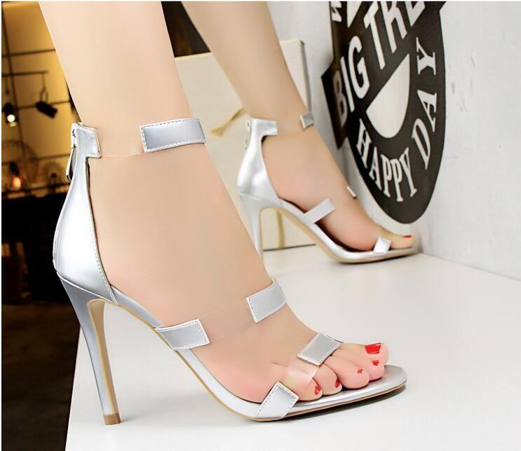 5638b270a Compre Versão Coreana Do 2018 Verão Sapatos Femininos Moda Transparente  Salto Alto Stiletto Sexy Sandálias De Boate De Hehe2016