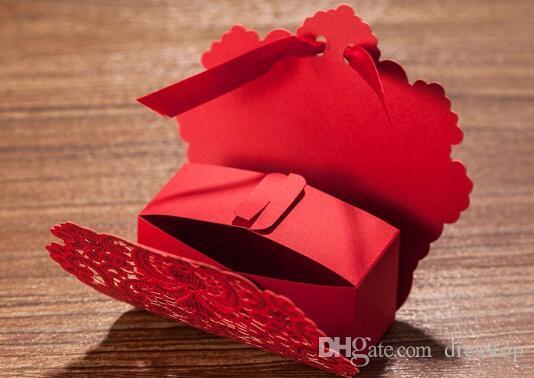 2018 Nuevo 50 unids Corte con láser Favoritos de boda China Característica Caja de dulces Caja de boda Favores de flor Rojo Caja de regalo Decoración de la boda