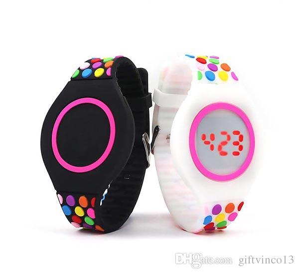3df2b6f2ca9 Compre Digital De Borracha De Silicone Crianças Relógio LED Data Display  Silicone Banda Toque Relógio De Pulso Pulseiras Relógios Estudantes  Presente Das ...