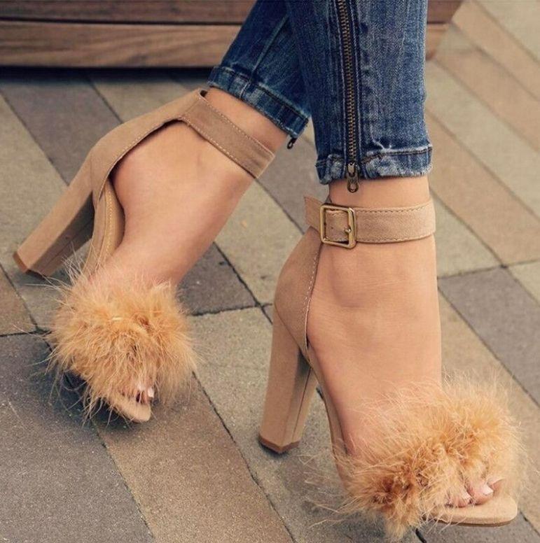 Peluş ayakkabı kadın ilkbahar ve sonbahar 2018 of yeni Kore versiyonu kelime toka topuk ayakkabı vahşi sivri devekuşu tüyü yüksek topuklu ayakkabı