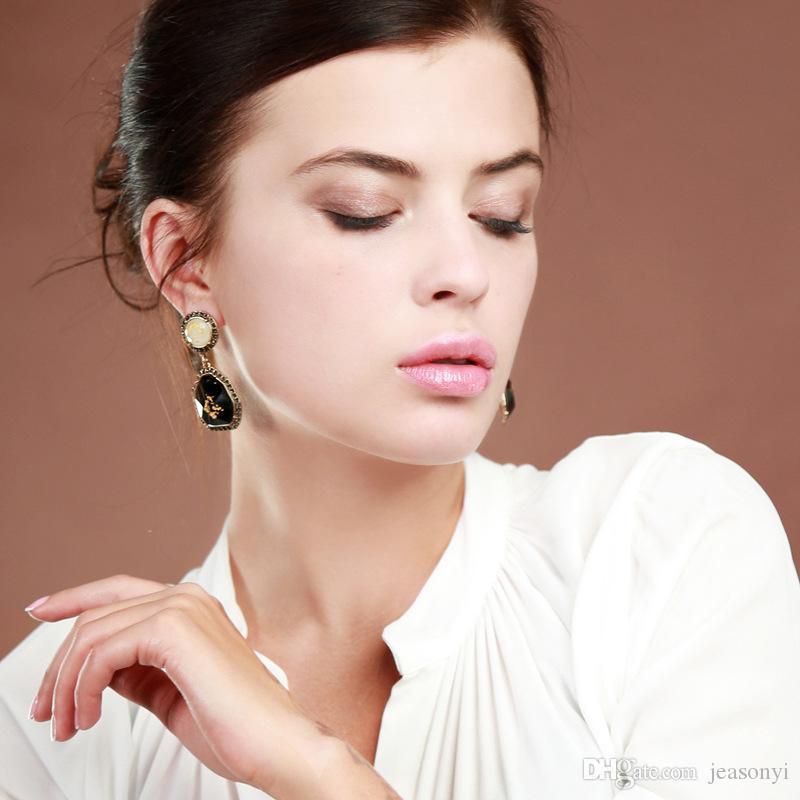Hot Seller Retro Design Gem Drop Earrings Classical Black Cut Gem Amber Earrings Vintage Gold Plated Popular for Lady
