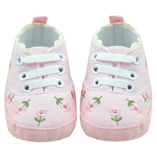 Pattini della neonata Pattini molli ricamati floreali bianchi del merletto di Prewalker che camminano i pattini / dei bambini del bambino