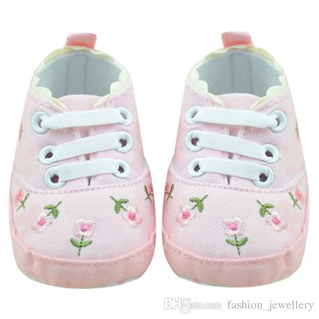 Sapatas Menina Do Bebê de Renda Branca Floral Bordado Sapatas Macias Prewalker Andando Criança Sapatas Dos Miúdos 5 pares /