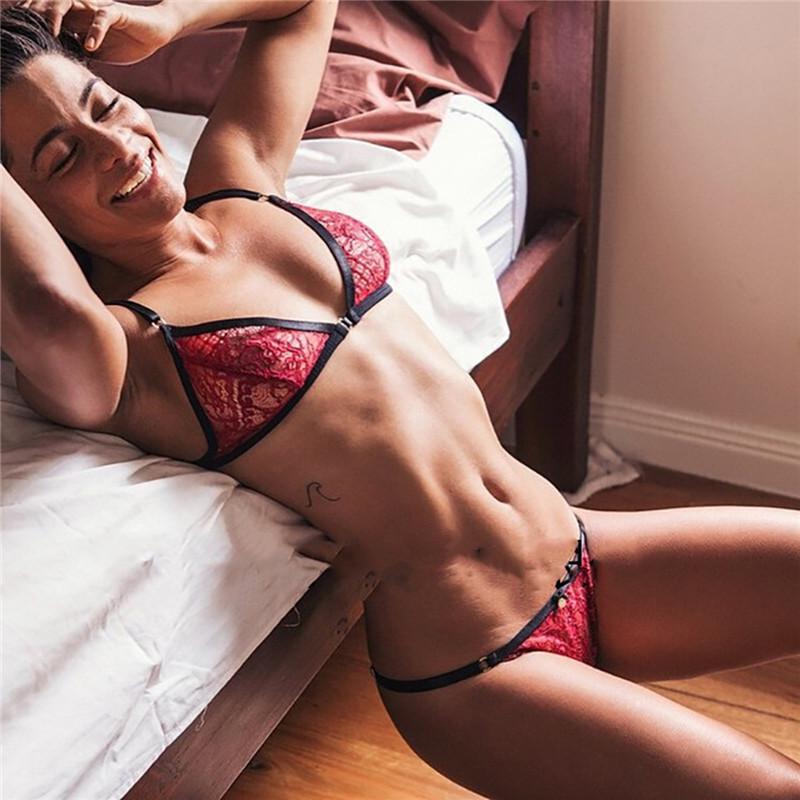 2018 New One-Piece Bra Set trasparente sexy del mini del merletto della biancheria intima delle donne Tessuti Filo comodo libero Bras Panties Set