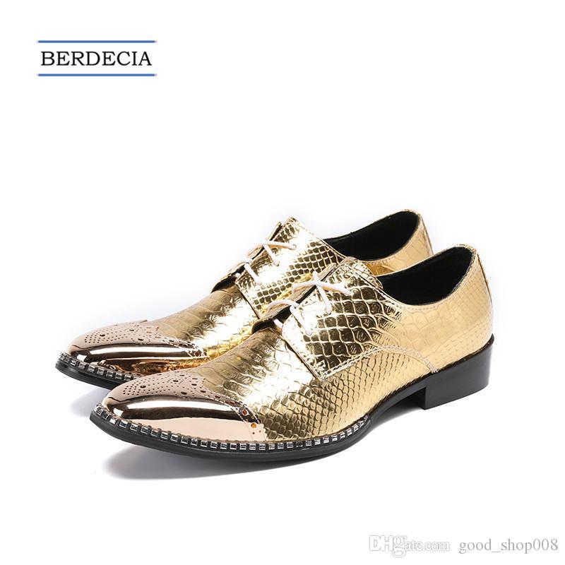 Compre 2018 Moda Estilo Británico Bullock Tallado Hombres Oxford Zapatos  Oro Vestido De Boda Zapatos Con Cordones De Cuero Genuino Hombres Brogue  Zapatos De ... 404c95ab64e0