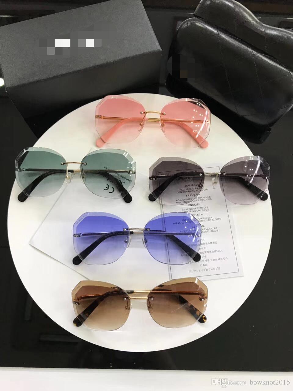 Compre Óculos De Sol De Luxo Mulheres Presente Do Vintage Para A Senhora  Com Famosa Desinger Marca Óculos De Sol Para As Mulheres 5 Cores Para Óculos  De ... 6658f3deb5