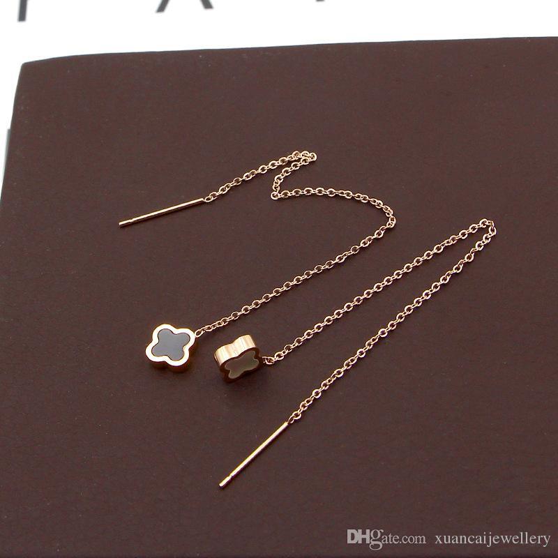 Mini pendientes japoneses y coreanos en blanco y negro de concha mini pendientes de oro rosa Pendientes de acero de titanio de la moda coreana