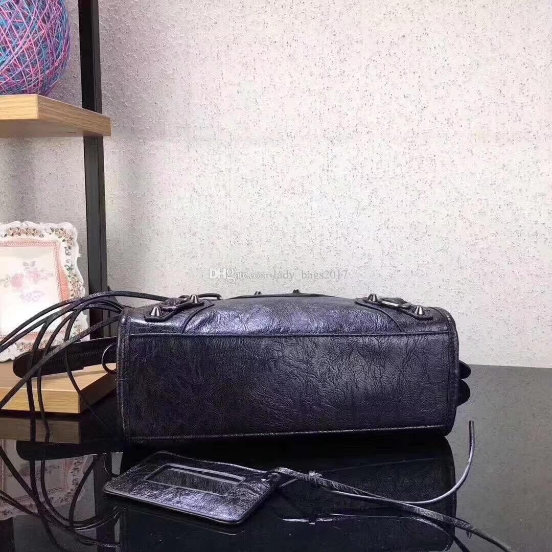 Klasik vintage Püskül Zinciri şehir mini çanta lady gerçek deri üst-kolu omuz çantası Çiviler perçin katı perçinler orta motosiklet bağbozumu çanta