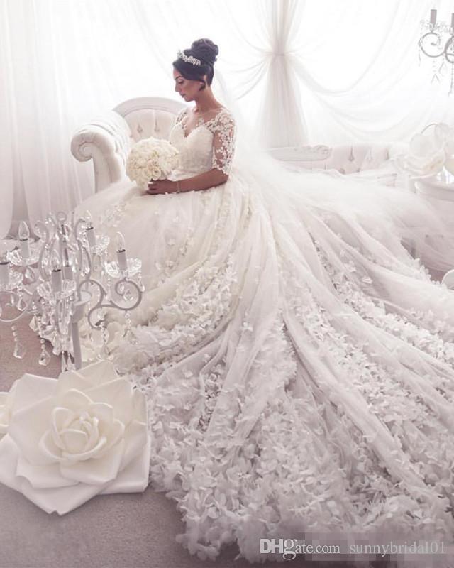 De luxe boule Robes 3D Flora dentelle robes de mariage grande taille arabe Dubaï princesse blanche Robes de mariée Sheer cou Appliqued avec Long Train