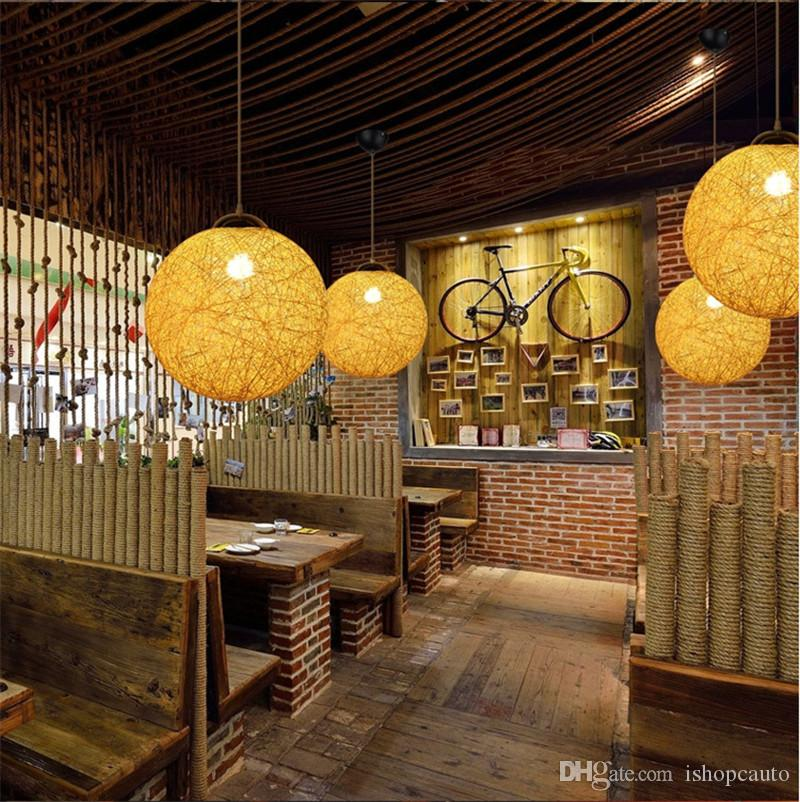 Minimalist rattan kolye lamba renkli top asılı ışık bar cafe giyim mağazası için retro kırsal halat hasır işık fikstürü