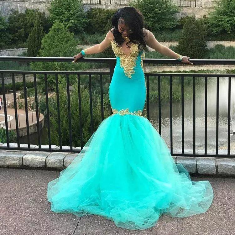 섹시한 아쿠아 블루 이브닝 드레스 골드와 함께 Appliced 순전히 롱 슬리브 V 넥 플러스 사이즈 공식 파티 드레스 인어 장식녀 파티 드레스