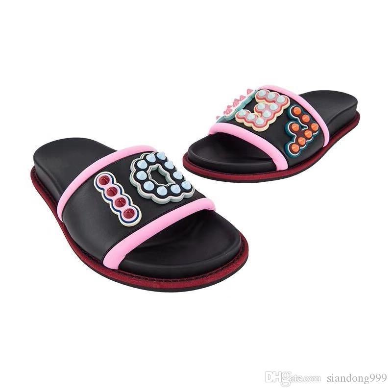 IMPORTANT! 2018 New style Designer Women shoes Flat Sandals Black leather Ladies flip flops Comfortable beach shoes Size35-40 best quality