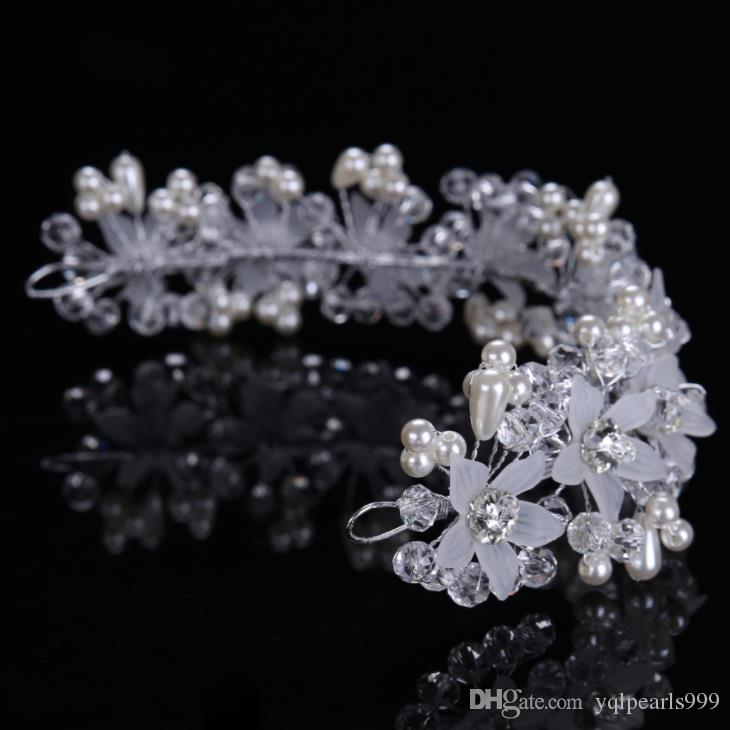 Brautkristallblumen mit Hochzeit Zubehör