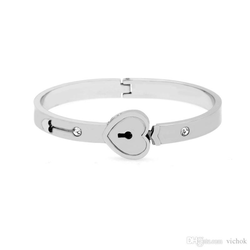 2c063771006 Compre Aço Inoxidável 316L Pulseira Chave Forma Desbloquear Heart Lock  Forma Pulseira De Aço Pulseira De Qualidade Superior Para As Mulheres Jóias  VICHOK De ...