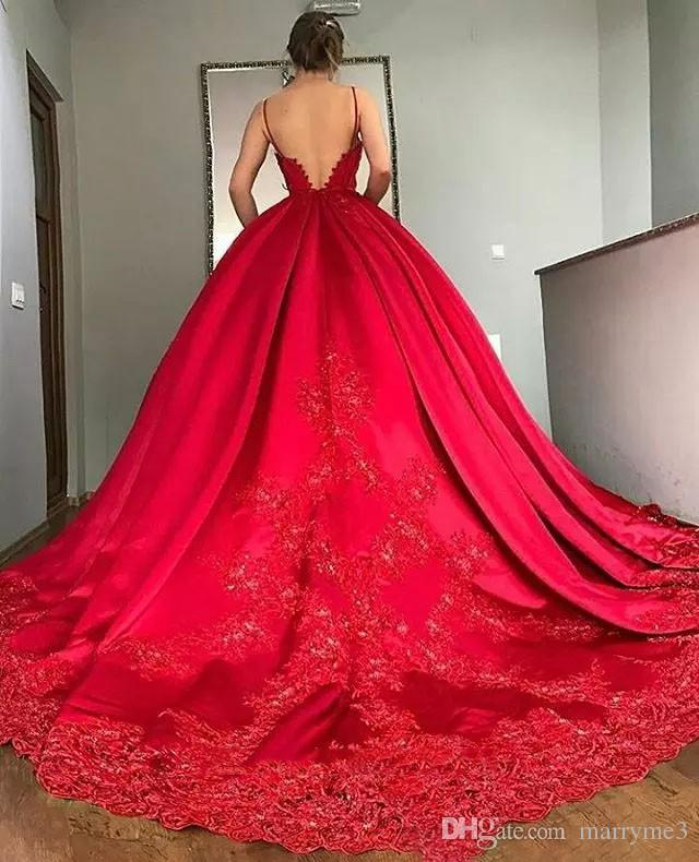 Ball Gown Evening Dress 2018 Luxury Spaghetti Straps Deep V Neck Lace Appliques Sweep Train Formal Dresses Princess Prom Gowns ME073