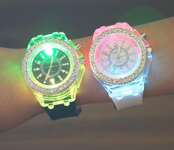 orologio luminoso Ginevra caldo LED Unisex Diamond Strass Luce notturna Orologi da polso Uomo Donna Orologio da polso in silicone Gleamy Orologio al quarzo A546