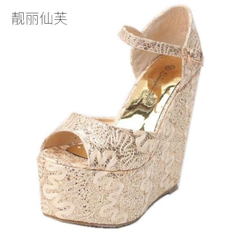 82c4f67f5fb Compre 2018 Más El Tamaño Pequeño 30 43 Estilo Del Verano Del Oro Cuñas  Atractivas Sandalias De Tacón Alto Para Las Mujeres Con Zapatos Mujer  Vestido De ...