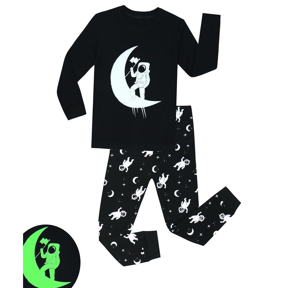 d1dfa820c Compre 100 Algodón 2 Piezas Niños Pijama Niños Brillan En La Oscuridad  Astronauta Impresión Pijamas Pijamas Niños Pijama Unicornio Infantil 1 8  Año A  33.97 ...