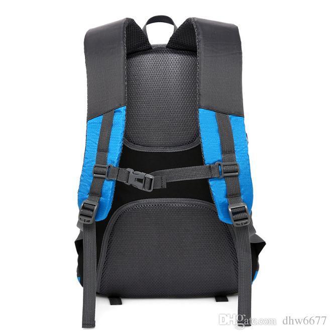 Borsa sportiva da spalla sportiva all'ingrosso, borsa da alpinismo in nylon impermeabile USB, zaino da viaggio uomini e donne.
