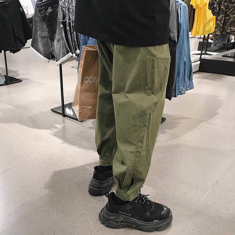 Acquista 2018 Estate Stile Coreano Moda Uomo Tendenza Gambe Cargo Pantaloni  Casual Allentato Nero   Verde Pantaloni Di Colore Jogging Pantaloni Della  Tuta S ... b75efa1636cf