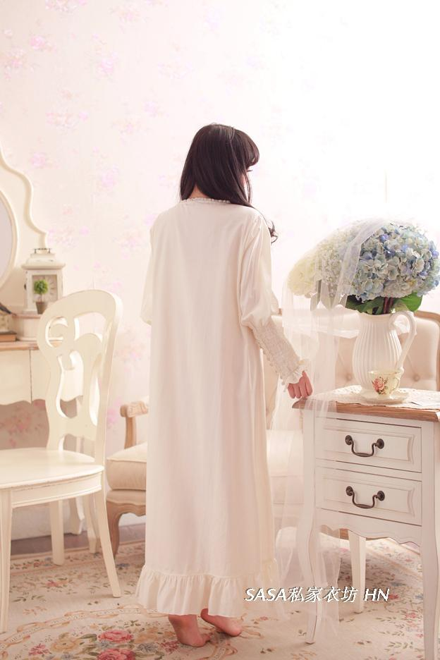 Fashion Autumn Women's Long Nightgowns Rose Buttons Decoration Long Sleeve Nightdress Sleepwear Vintage Princess Pijamas Robes